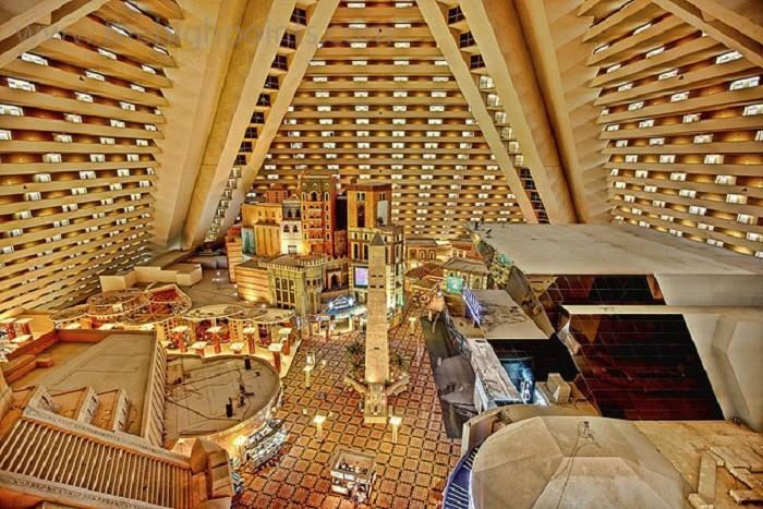 Luxor Hotel Las Vegas Pyramid Deluxe King Room