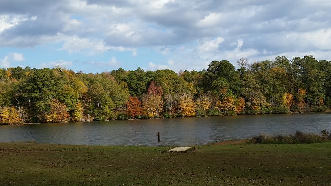 6. The beautiful 150-acre lake at Lake Lowndes State Park is only further enhanced thanks to the presence of boldly-colored autumn leaves.