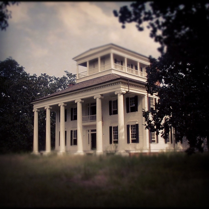 11. The beautiful plantation homes located throughout Alabama will definitely transport you to the past.
