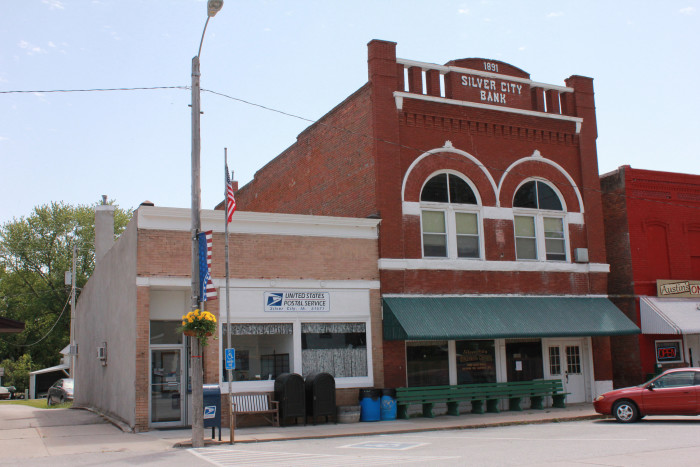 Most people don t know these 11 tiny towns in iowa exist for Western state bank garden city