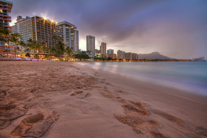 1) A walk along Waikiki beach will provide the perfect photo opportunity – a cityscape, beach, the beautiful Pacific, and Diamond Head in the background.
