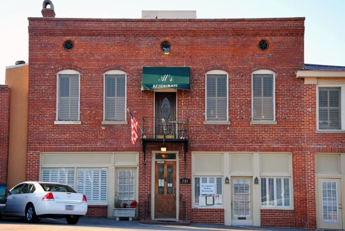 7. Al's Upstairs Italian Restaurant, 300 Meeting St, West Columbia