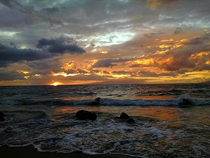 14) Another beautiful sunset over Wailea, as photographed by John Varney.