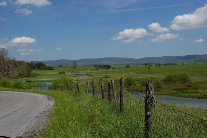 """18. Make your way through Burke's Garden on State Route 623 in Tazewell County and see why it's nicknamed """"God's Thumbprint."""""""