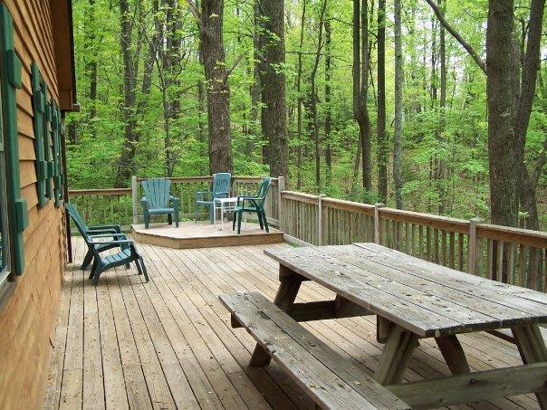 Cabin Creekwood outside
