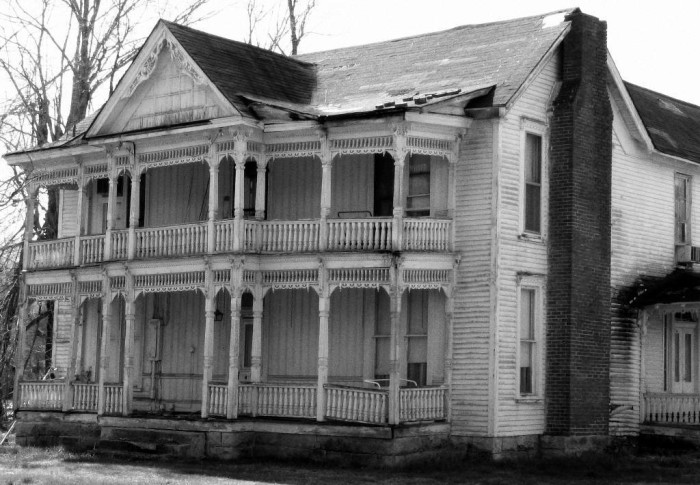 5) And NO one wants to miss the neat haunted houses that pop up!