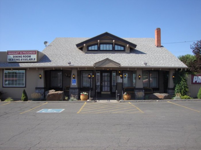 3) Mr B's Steakhouse, Klamath Falls