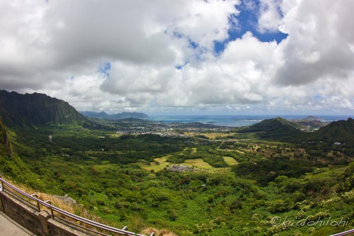 15) The Nuuanu Pali Lookout provides sweeping views of Oahu's windward coast.