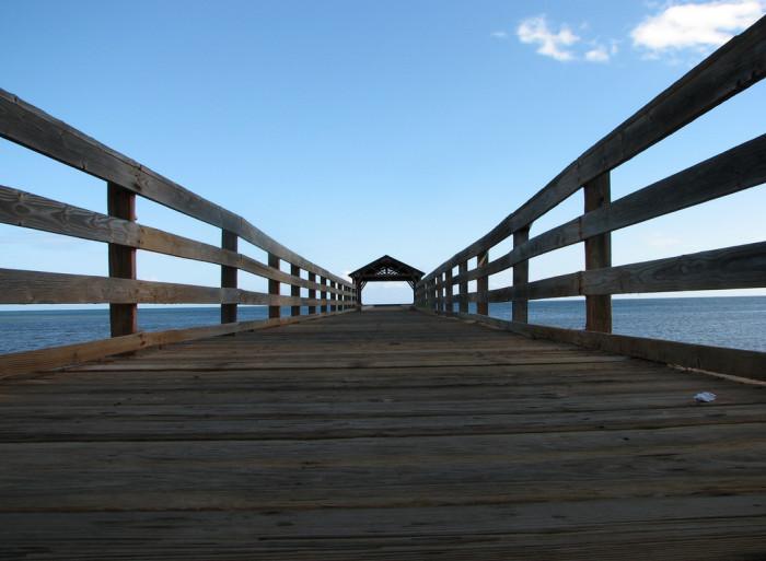 8) This recreational pier in Waimea is simple, yet beautiful.