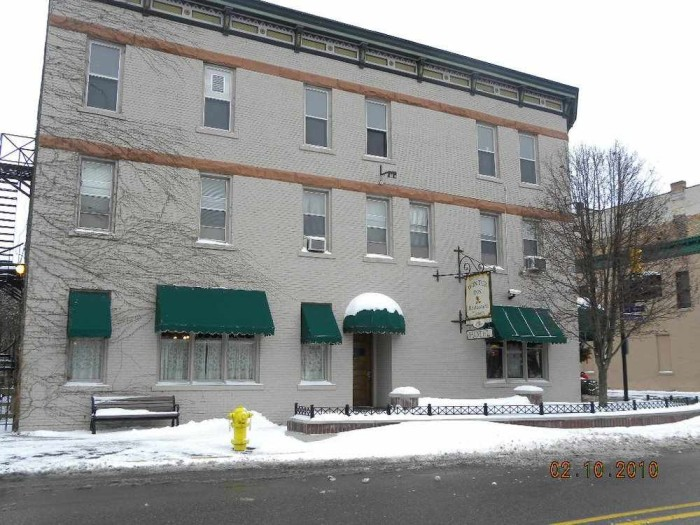 1) Winter Inn, Greenville