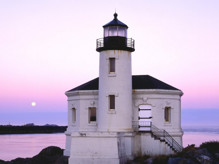 9) Take a stroll on the beach and visit the lighthouse at Bullard Beach.