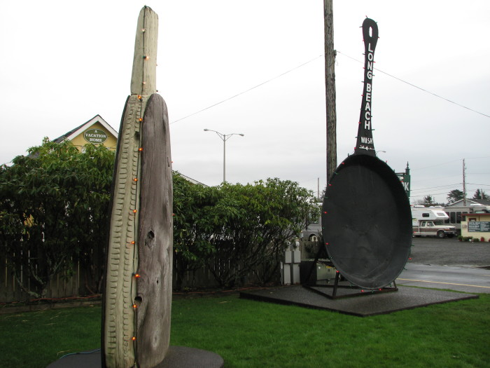 6. The largest razor clam in the world