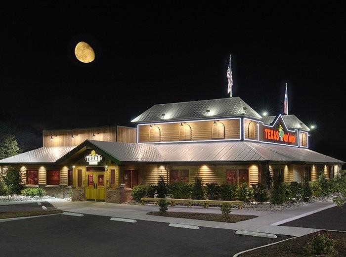1. Texas Roadhouse - 2970 N Lake Pkwy, Columbus, GA 31909