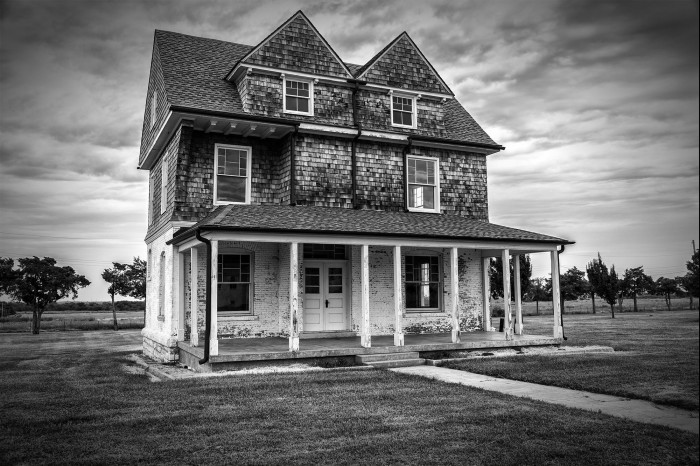 3. This lonely house sits in El Reno, OK.