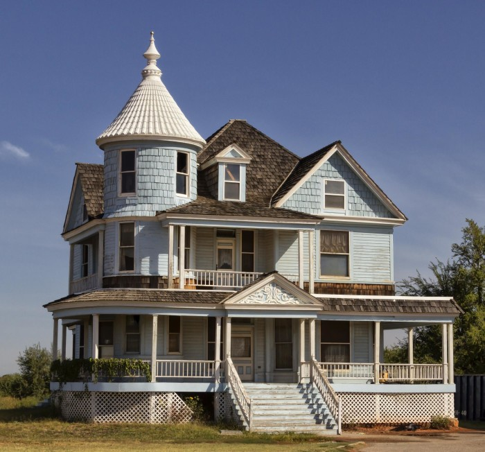 "4. This house in Spencer, OK, looks like it could have been the Klopek's creepy house on the ""'Burbs."""