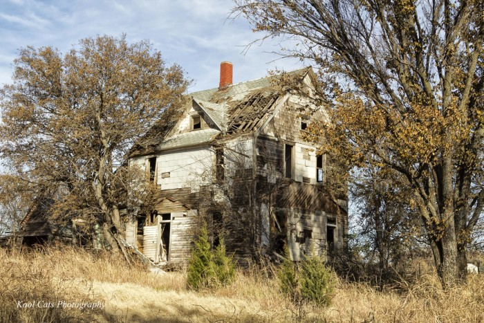 6. This dilapidated house sits neglected in Guthrie, OK.