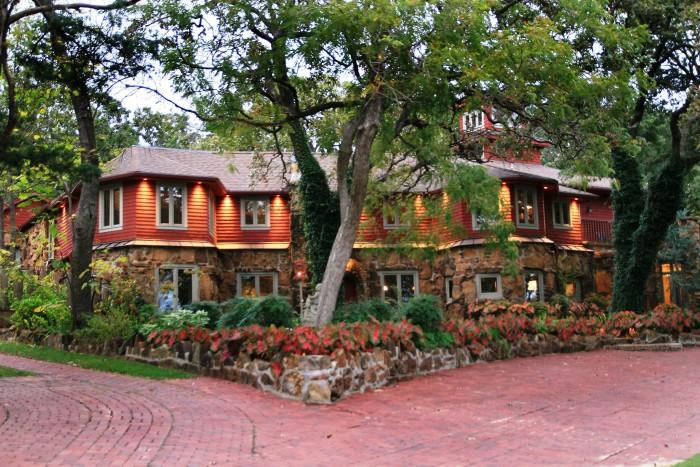 3. Cedar Rock Inn: Tulsa