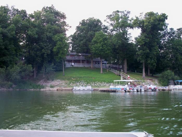 3. Raccoon Lakeside Lodge