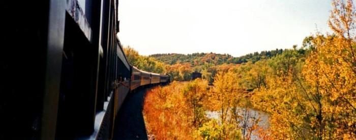 3. The Osceola and St. Croix Dinner Train (Osceola)