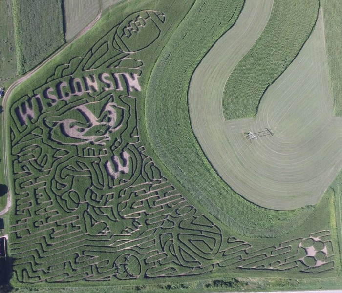 9 awesome corn mazes in wisconsin you have to do this fall