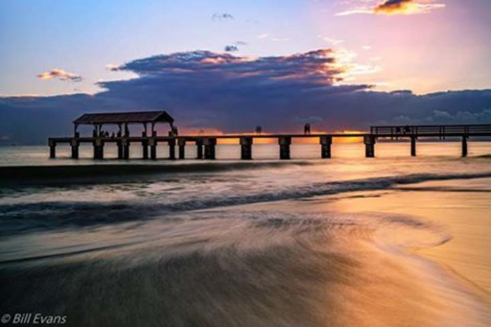 1) Waimea Pier sure is a photogenic spot, especially at dusk.