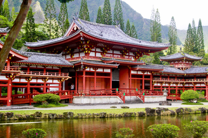 10) Get cultured at the Byodo-In Temple.