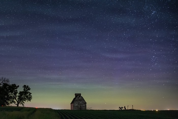 5. This enchanting view of an old barn on a starry night.