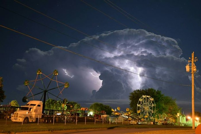 8. This magnificent photo of an ominous storm cloud over Le Mars.