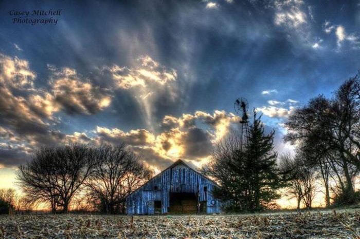 6. Spectacular rays of light seem to shoot from this old barn.