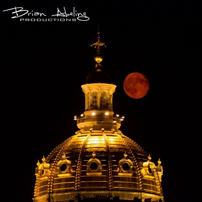9. This extraordinary photo of a red moon over the Iowa State  Capitol in Des Moines.