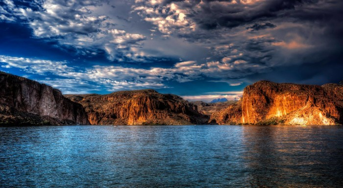 4. Absolutely stunning! This is a view of Canyon Lake along the Salt River.