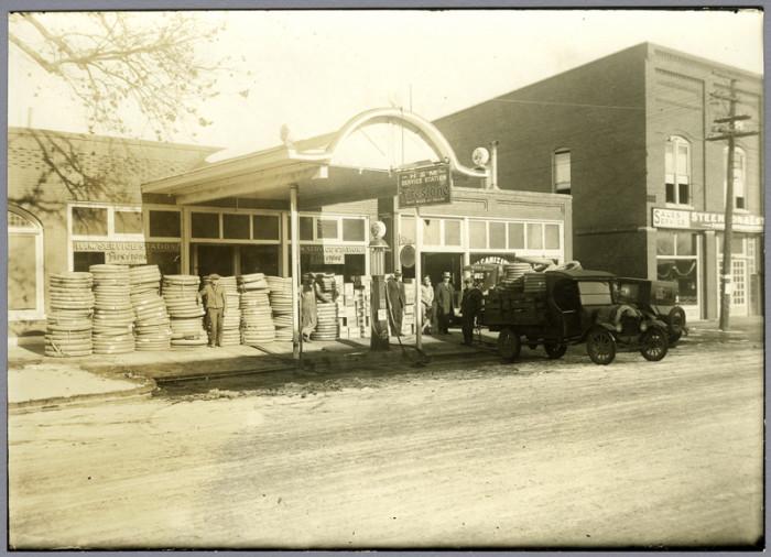 "13. ""Skelly Gas Station (Larned)."""