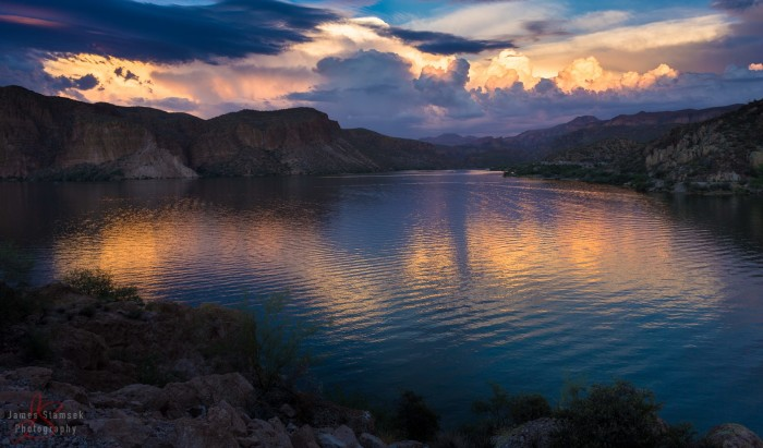 6. This view of Canyon Lake looks both stunning and peaceful.
