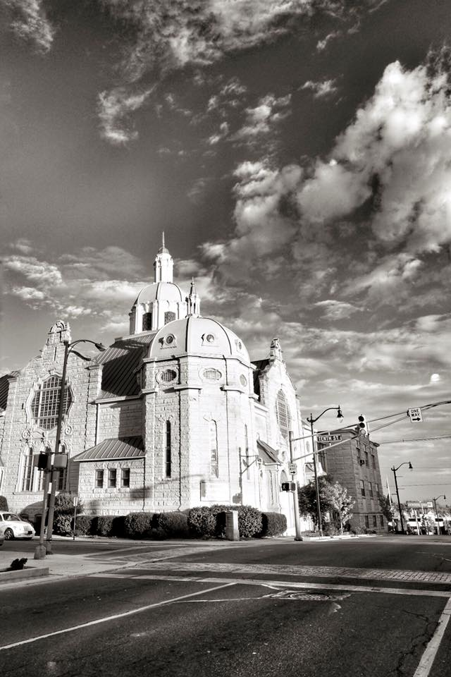 9. Paul McBride shared an incredible black and white picture of Anderson. Cool!