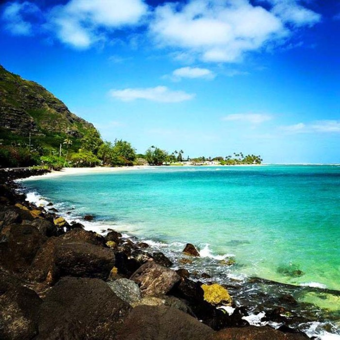 14) The breathtaking turquoise waters off Oahu's Windward Coast are quite enticing.