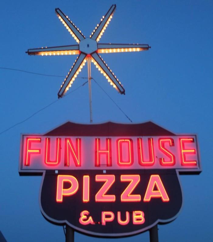 14.Fun House Pizza, Raytown
