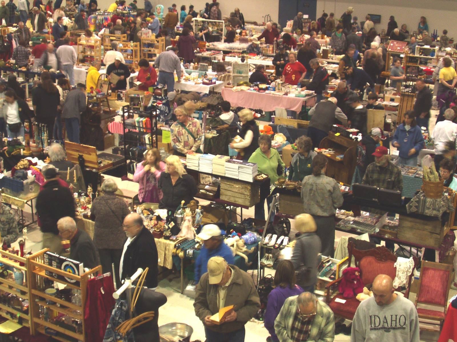 7 Incredible Flea Markets In Oregon