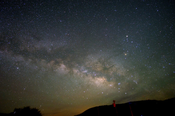 3) Another captivating image of the Milky Way...what a beautiful universe we live in!