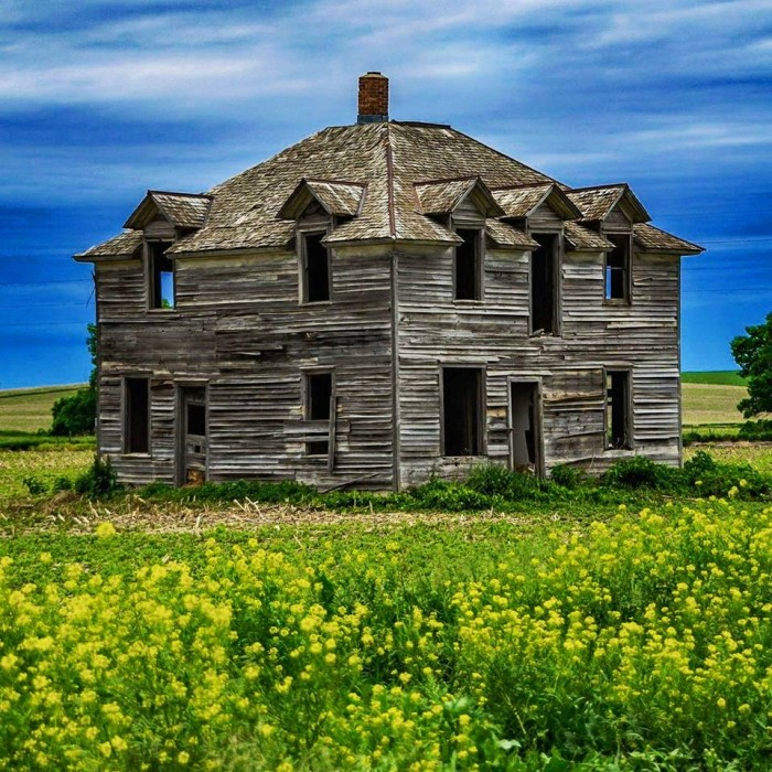 5. This absolutely stunning old farmhouse, photographed by Michael Peterson, is located near Randolph.