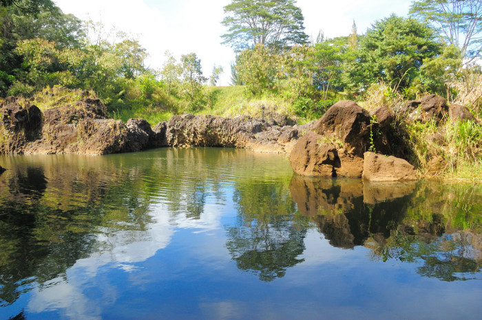 2) Wailuku River, located on the Big Island, is one of the longest in the state at nearly 28 miles long, and lies almost directly between the lava flows of Mauna Kea, and those of neighboring Mauna Loa.