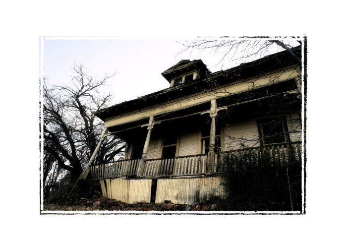 8. This creepy house in Jerome looks like it could be the setting of a horror film!