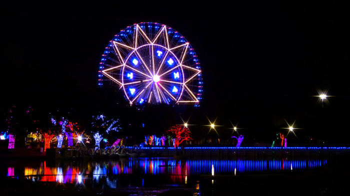 4) A gorgeous shot of the Texas Star Ferris wheel at the State Fair of Texas.