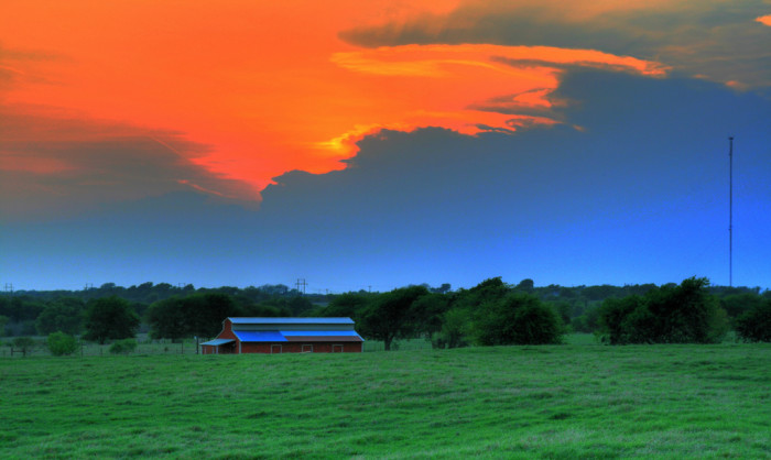 9) The contrasting colors of this tranquil setting in Texas are just breathtaking!