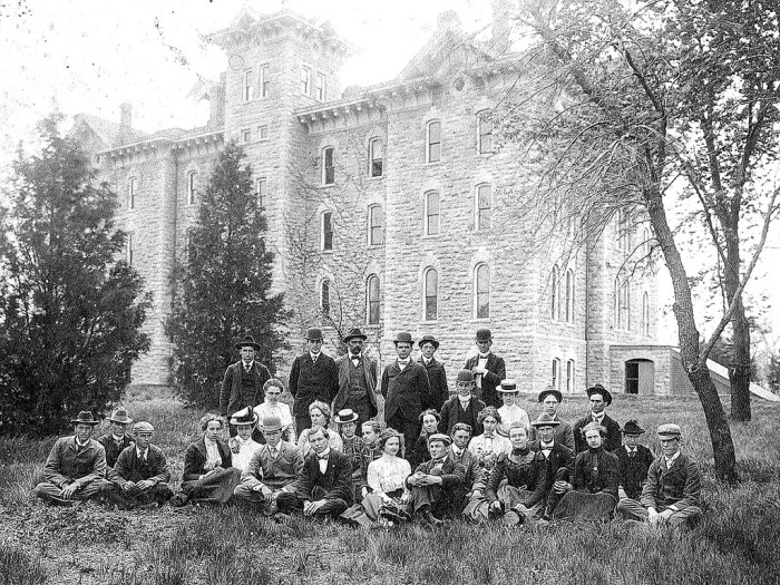 """14. """"Washburn (Topeka, Shawnee County, Kansas) Class of 1900 in front of Rice Hall."""""""