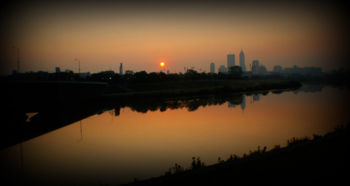 12. The sun and the Indianapolis skyline in the distance look incredible in this picture.