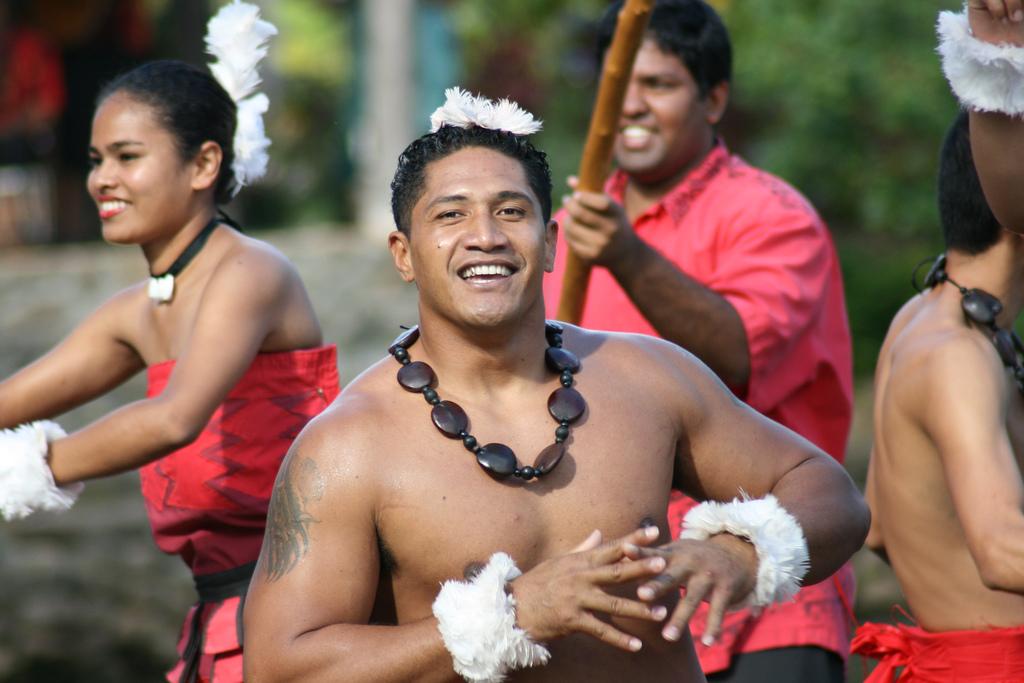 How to meet people in hawaii