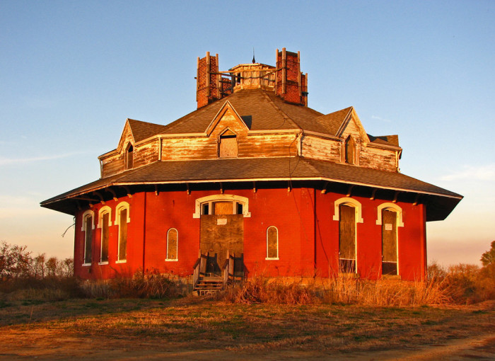 Creepy houses in ohio that could be haunted for Octagonal house designs