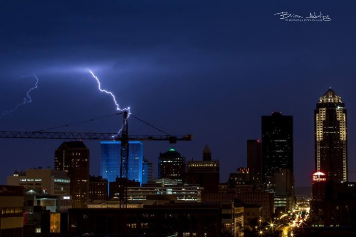3. This perfectly captured shot of a lightning bolt above Des Moines.