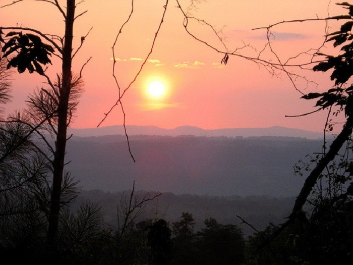 13. This calming sunset is overlooking Palisades Park in Oneonta, Alabama.