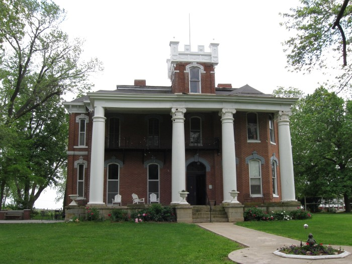 5. The Ravenswood Estate near Bunceton